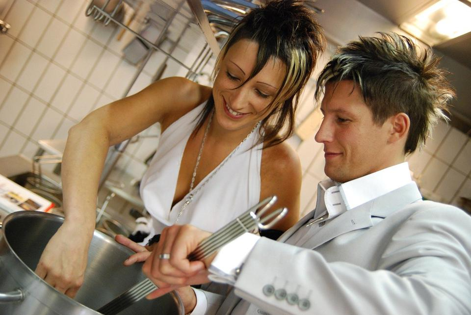 photo of couple cooking, Michael Bertolotti, Pixaby
