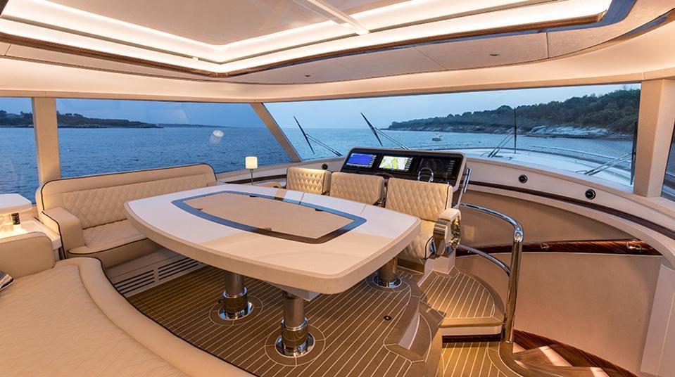 The Zeelander Z72's innovative interior.