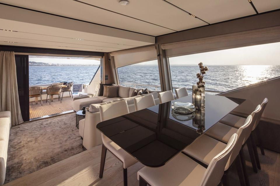 The new Ferretti 720 delivers all the comforts of a spacious water-front villa.