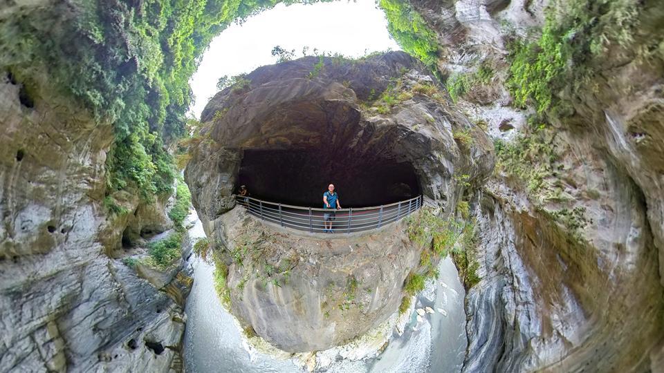 Yanzikou (Swallow Grotto) Trail,