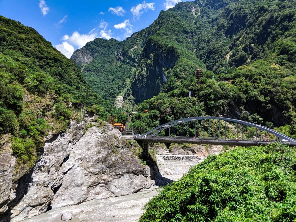 Taroko, a park of bridges and gorges