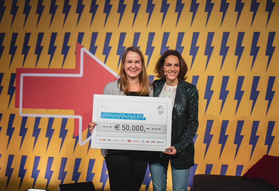 Boep founder Michaela Hagemann was presented with her prize by Camilla Sievers, Head of Unit 5, IP Austria, at the Forbes Under 30 Europe Summit.