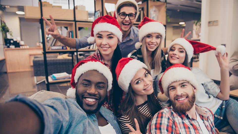 Here's How Even Non-Retail Businesses Can Benefit From The Holidays
