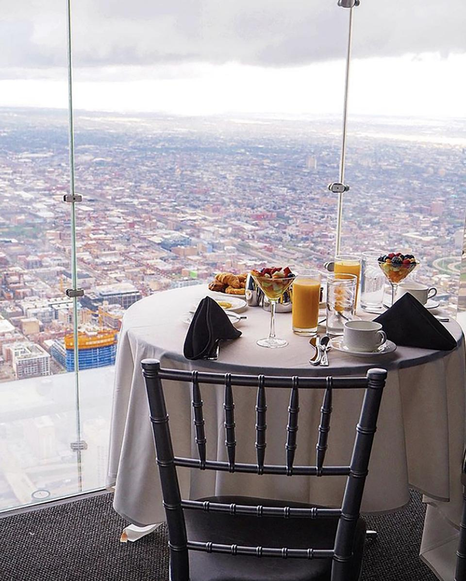 willis tower breakfast on the ledge