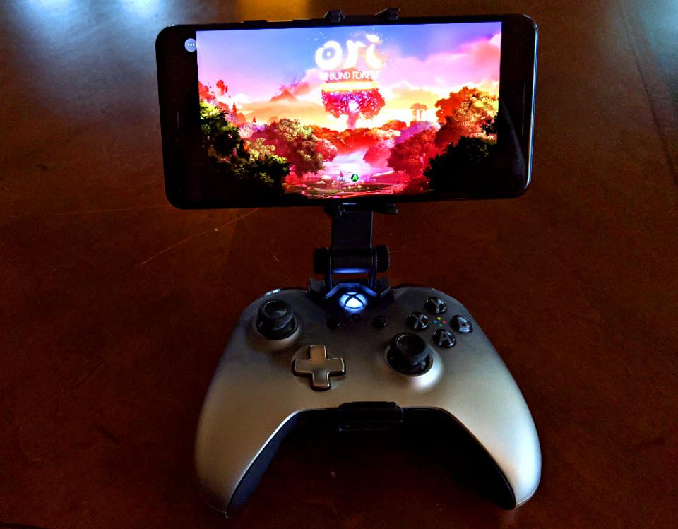 MOGA gaming clip with a phone attached to an Xbox controller
