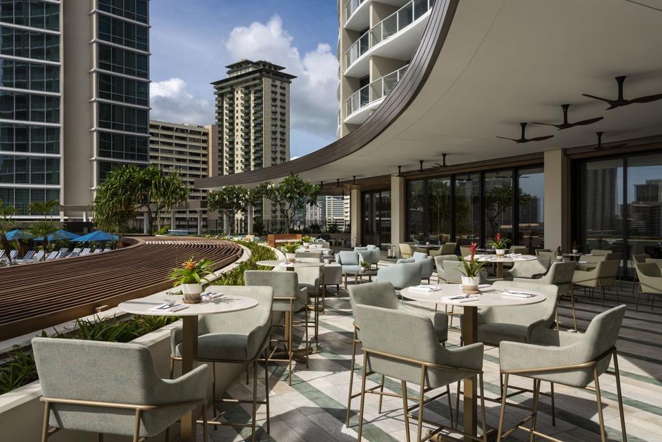 New Ritz-Carlton Restaurants Seduce And Satiate Waikīkī Diners