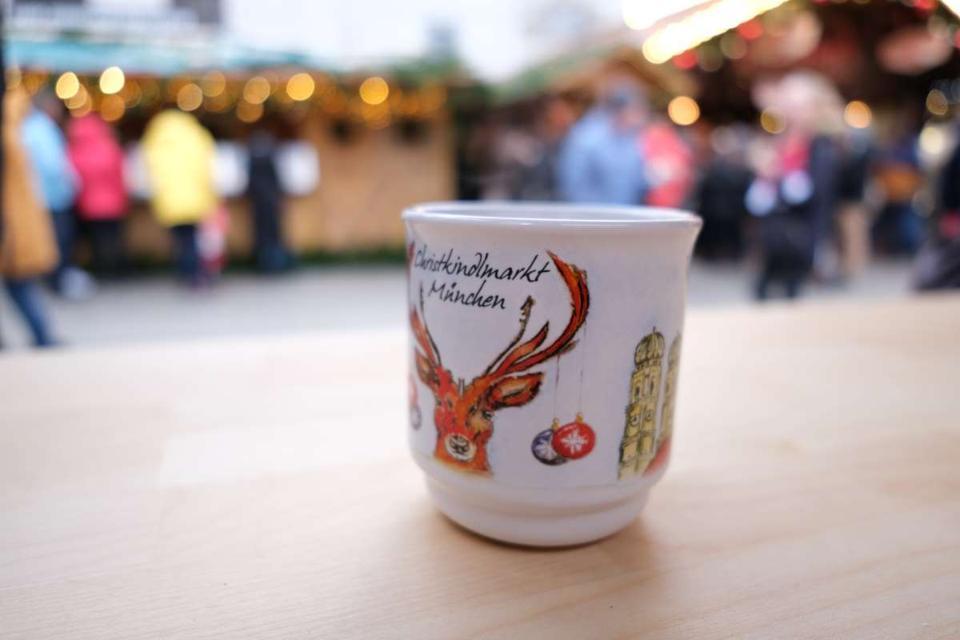 Christmas market munich gluehwein glühwein mug
