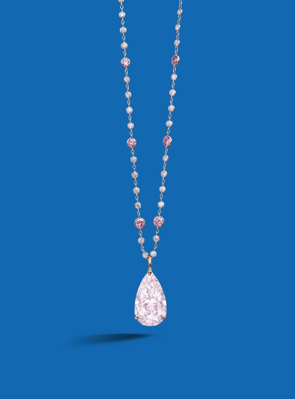 Pembe elmaslar açık artırmaya çıktığında, genellikle astronomik olarak yüksek fiyatlar alıyorlar.