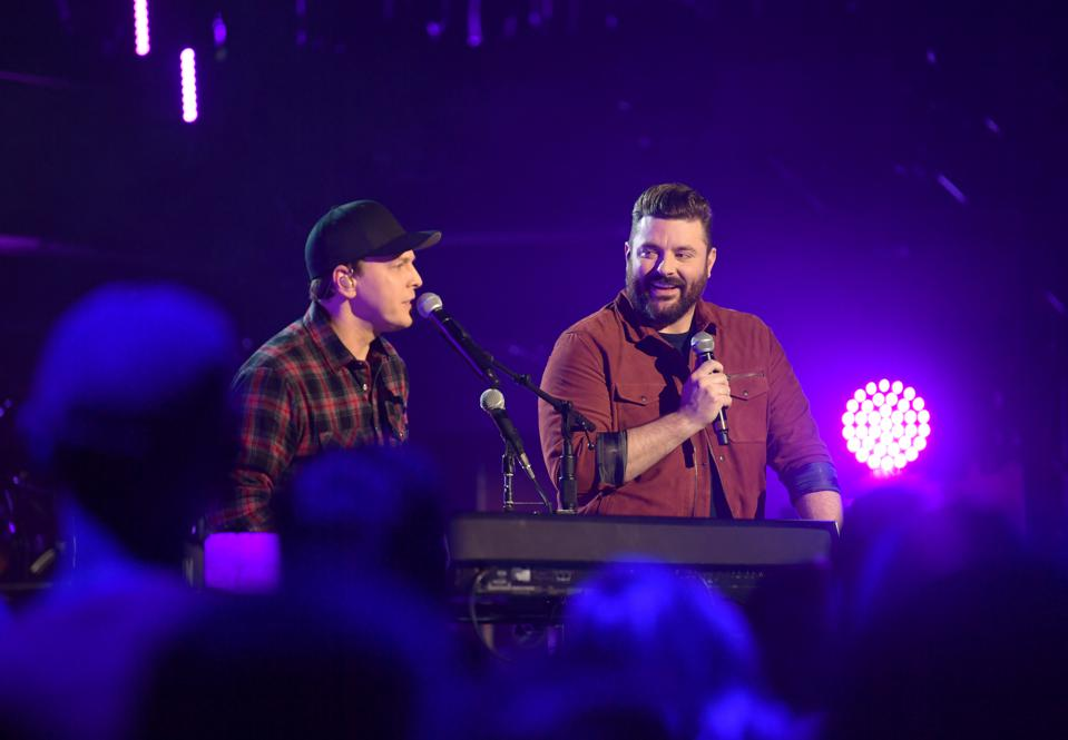 Gavin DeGraw & Chris Young Featured in New CMT Crossroads Show