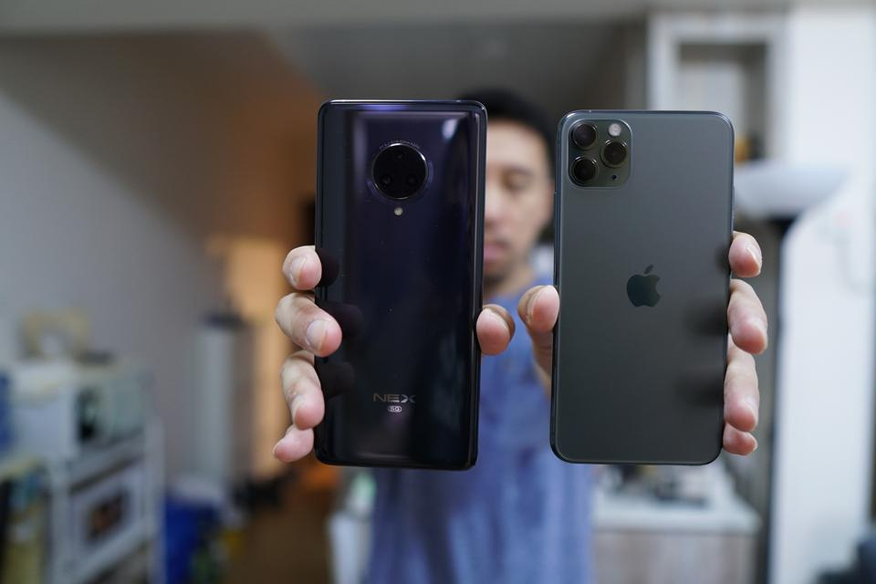 The Vivo Nex 3 5G next to the iPhone 11 Pro Max.