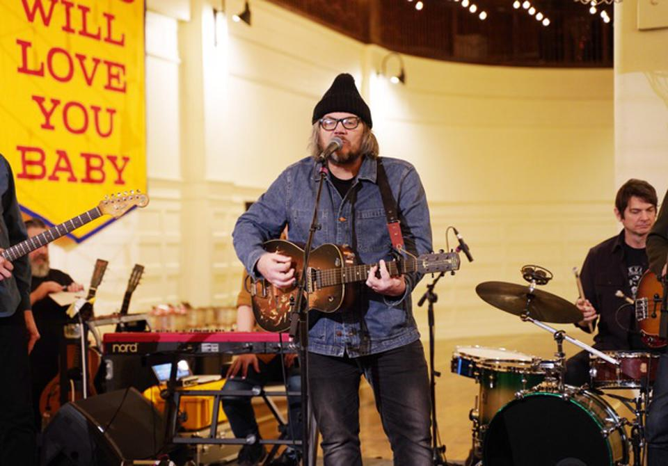Wilco Hit Pause During Chicago 'Winterlude' For Special Songkick Live Pop-Up Concert In Front Of 150 Lucky Fans