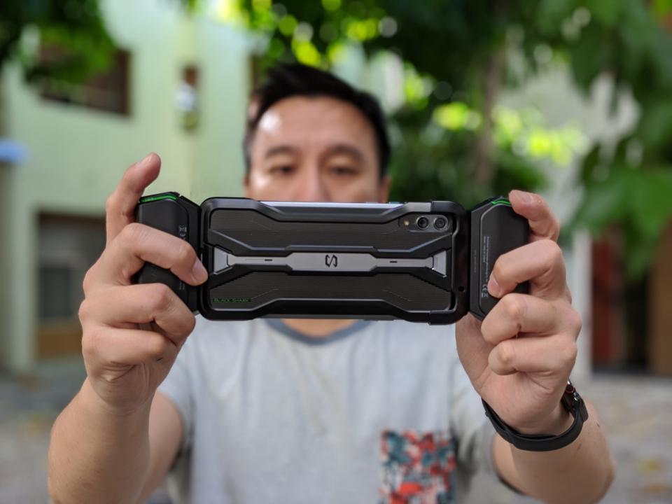 The controller attaches via the plastic case.