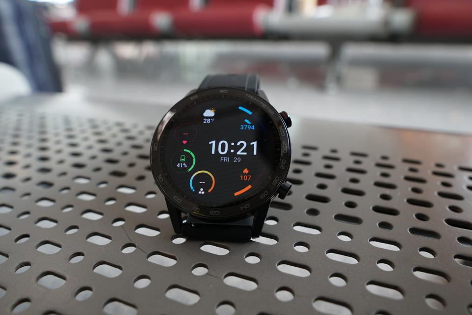 The screen of the Honor MagicWatch 2 is vivid and bright.