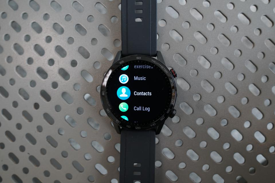 Cycling through the various apps of the MagicWatch 2.
