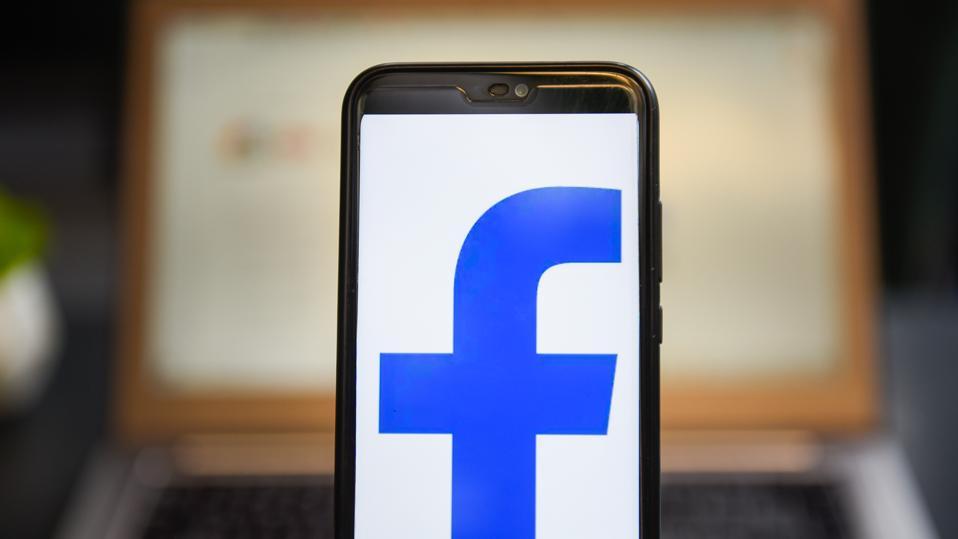Facebook a supprimé un réseau minable de plus de 900 comptes, pages et groupes qui s'appuyaient fortement sur l'intelligence artificielle pour coordonner un comportement inauthentique.