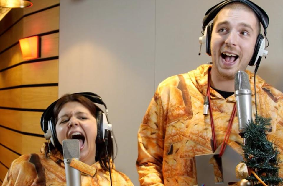 LadBaby and his wife Roxanne Messenger perform ″I Love Sausage Rolls″ (courtesy of LadBaby's YouTube page).