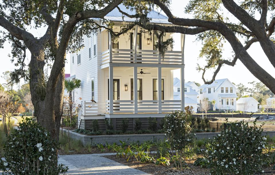 A Kiawah River home typical of its Southern location.