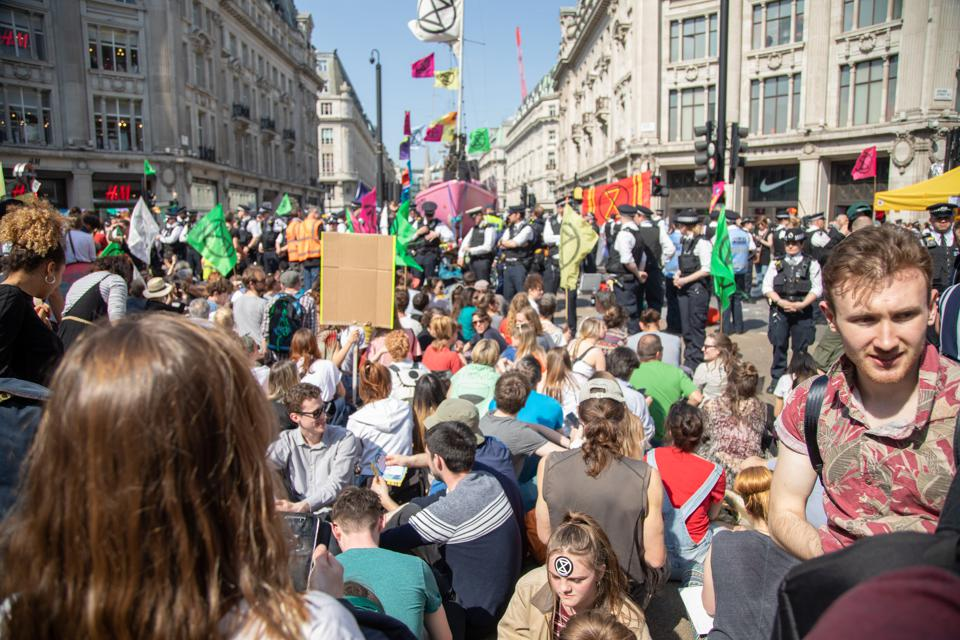 Extinction_Rebellion_protests_in_London_09