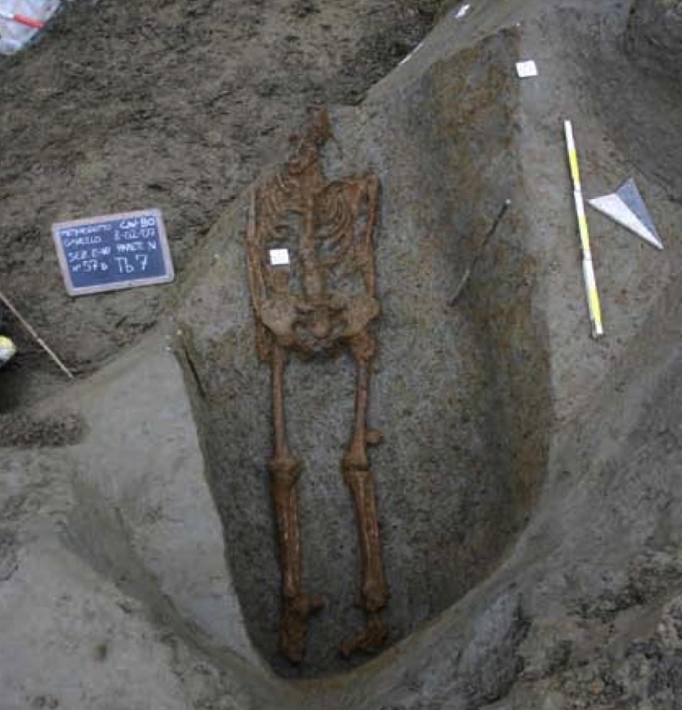 Grave of the man from Gavello during excavation by the provincial archaeological superintendency.