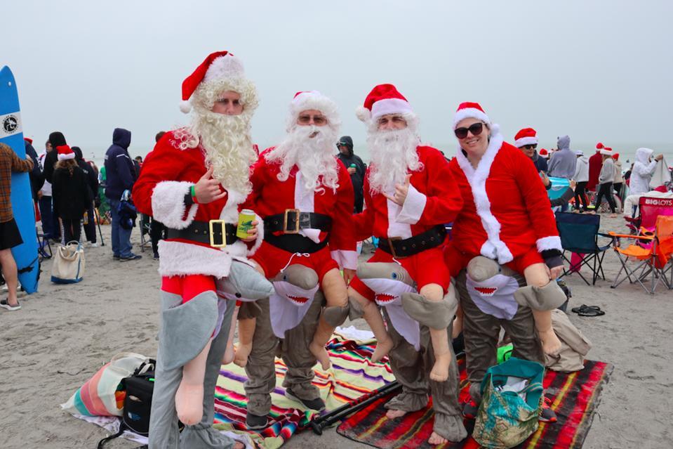 Bystanders in the Santa spirit