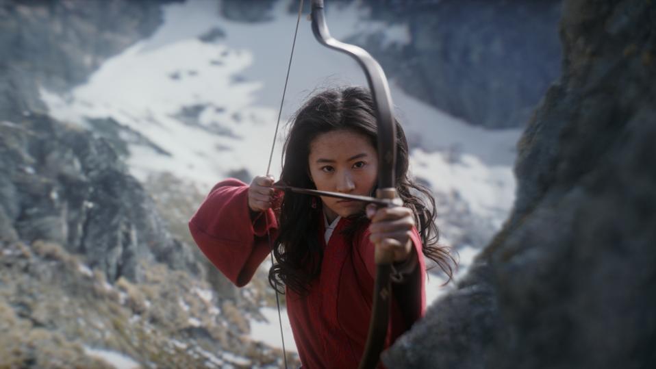 Disney's MULAN in Mulan (Yifei Liu)