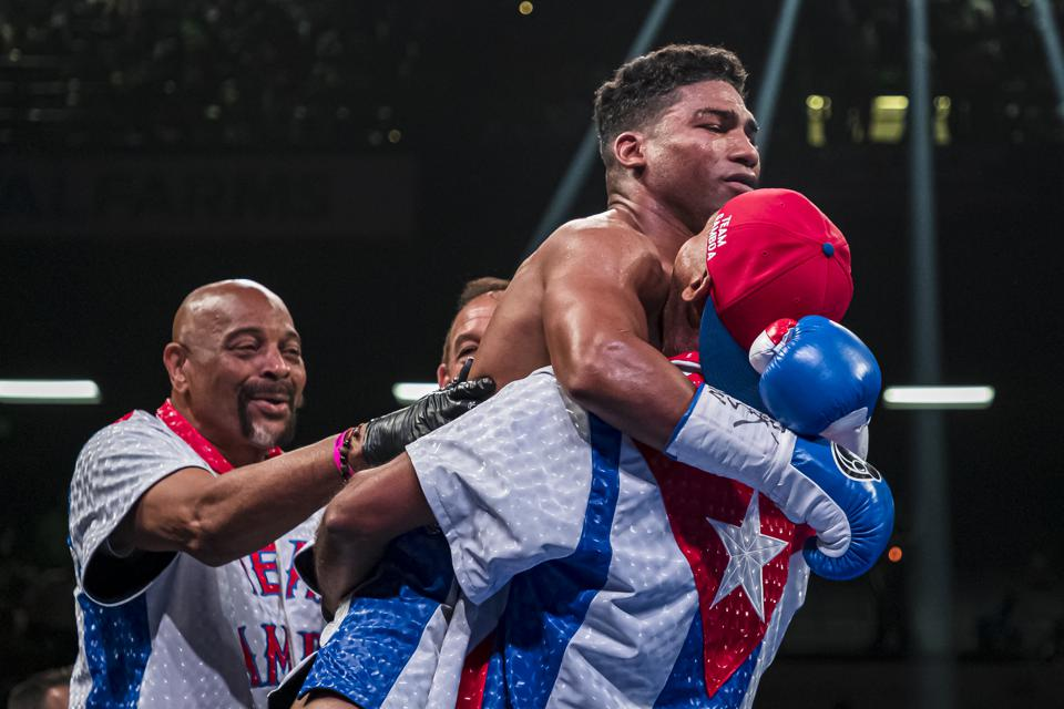 Yuriorkis Gamboa vs Gervonta Davis odds records weights prediction
