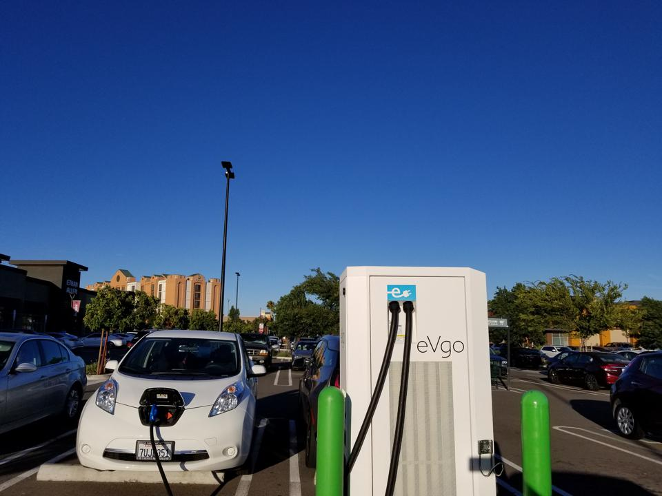 California EV Charging Regulations Don't Forbid Per-Minute But Are Still Dumb 'Gasoline Thinking'