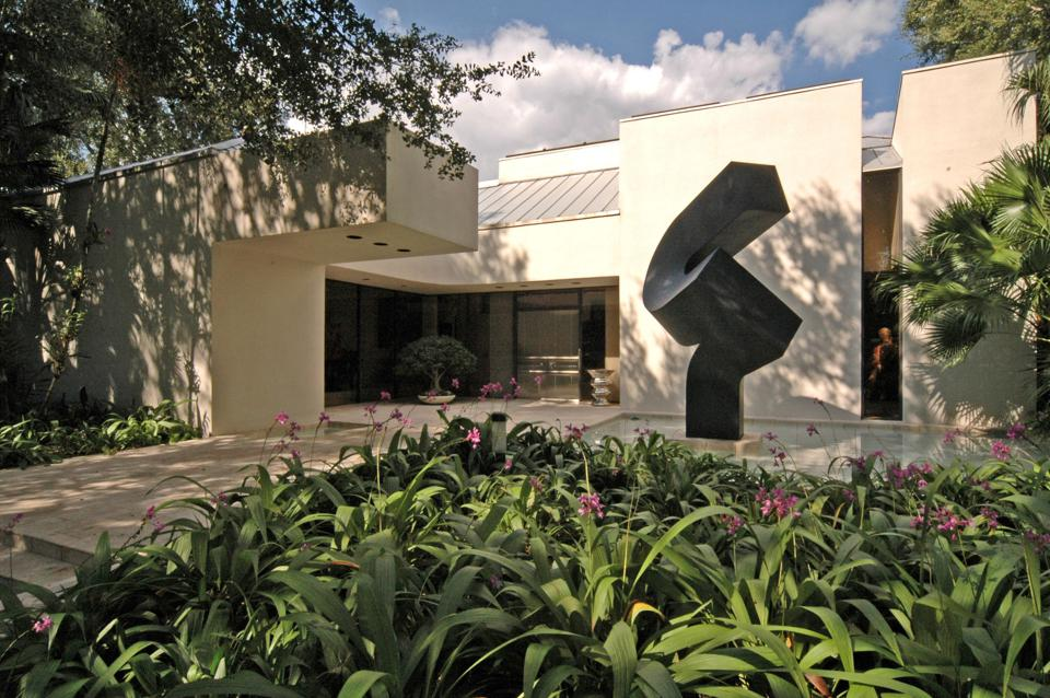 Using art to market a Miami estate