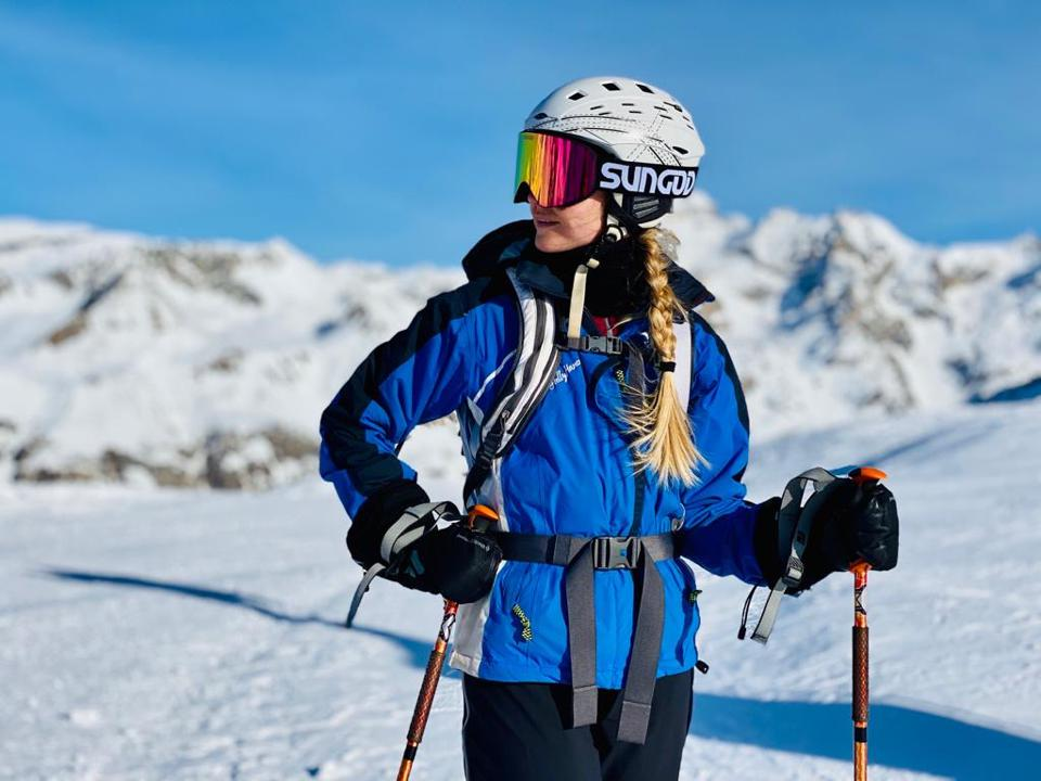Melanie Windridgye trying out Sungod Vanguard goggles in Val d'Isère