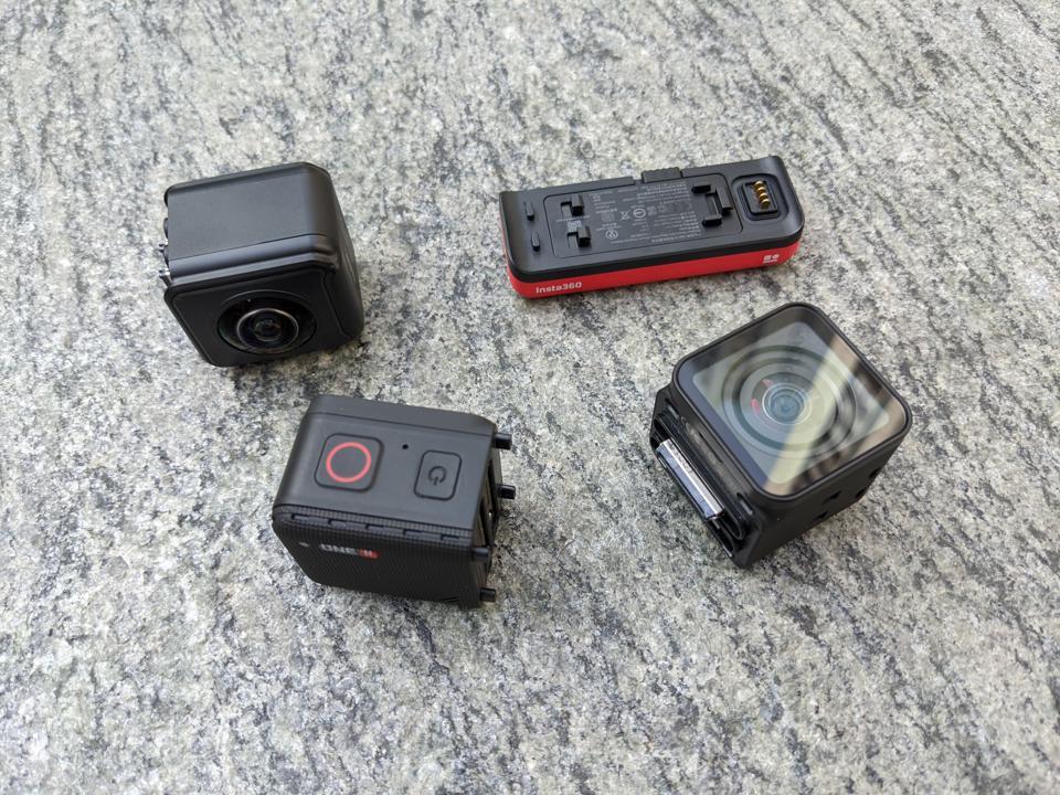 Insta360 One R's modular pieces.