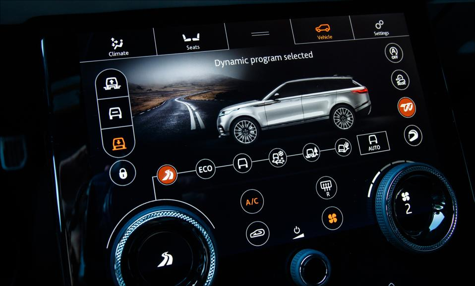 Range Rover Velar SVAutobiography, touchscreen.