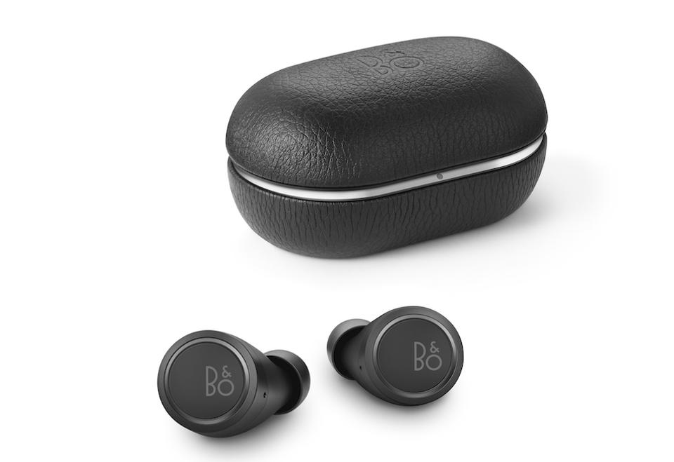 Beoplay E8 earphones and charging case