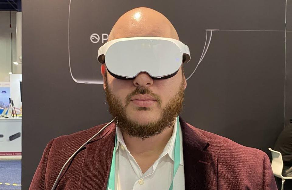 Analyst Anshel Sag wearing Pico's VR glasses.
