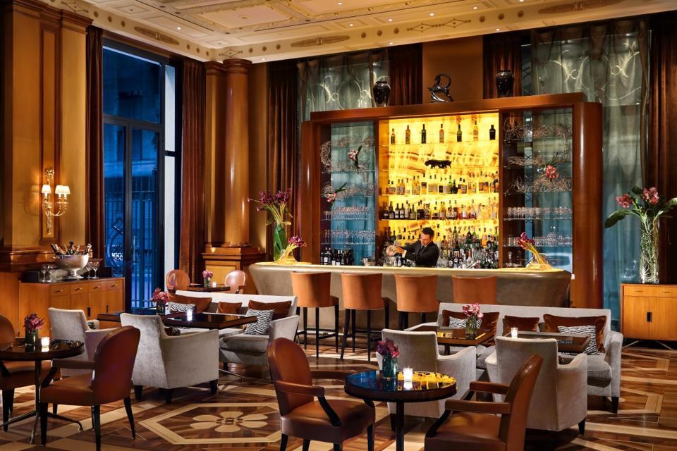 Caffé Parigi's swanky bistro lounge.