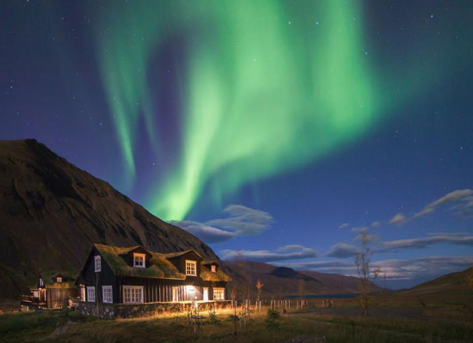 An Arctic Specialist's Tips On Where To See The Northern Lights