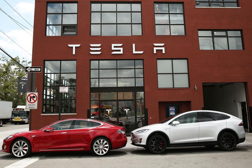 Tesla Denies Unintended Acceleration Charge; Blames Short Seller
