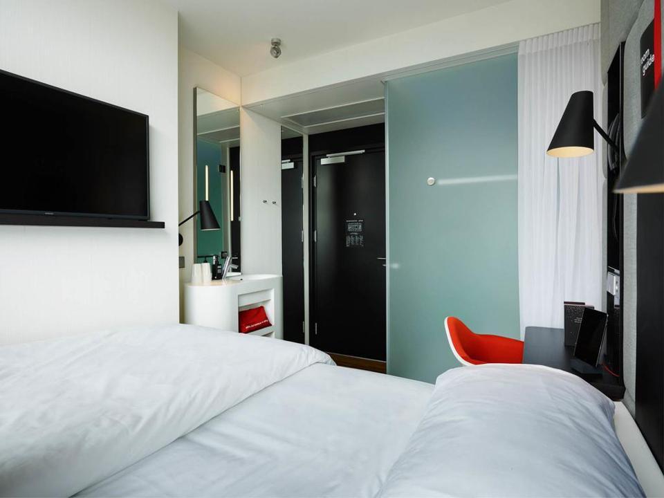 citizenM bedroom