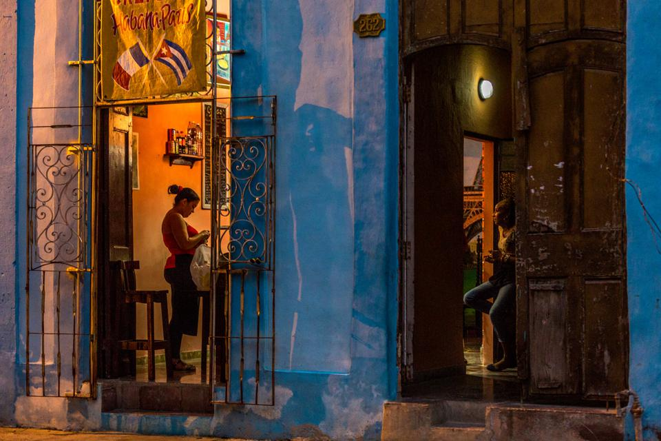 A streets of Havana after sunse, Dusk to Dawn