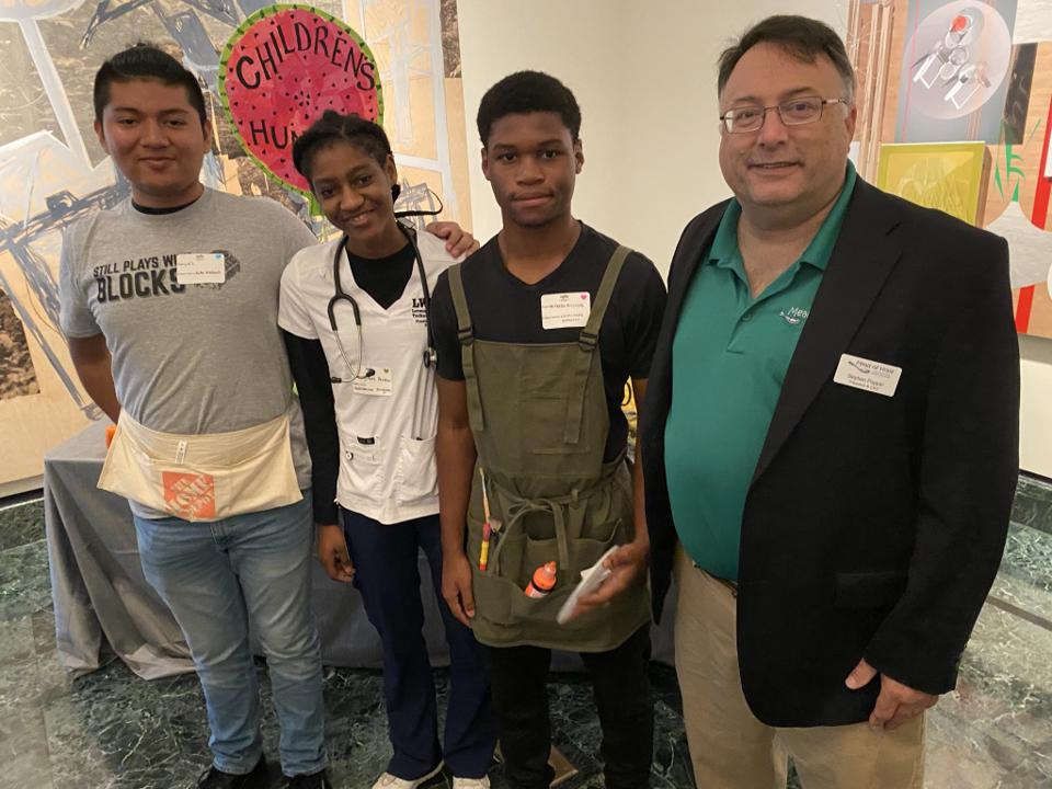 Stephen Popper of Meals of Hope and students