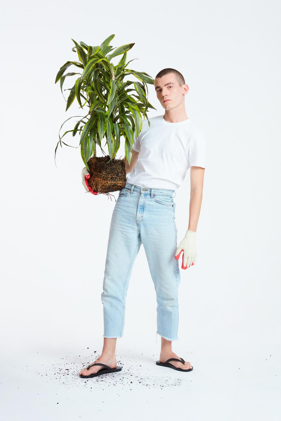 A shot from TIDAL New York's latest Now made w/ plants* campaign featuring the black GROW flip flop.