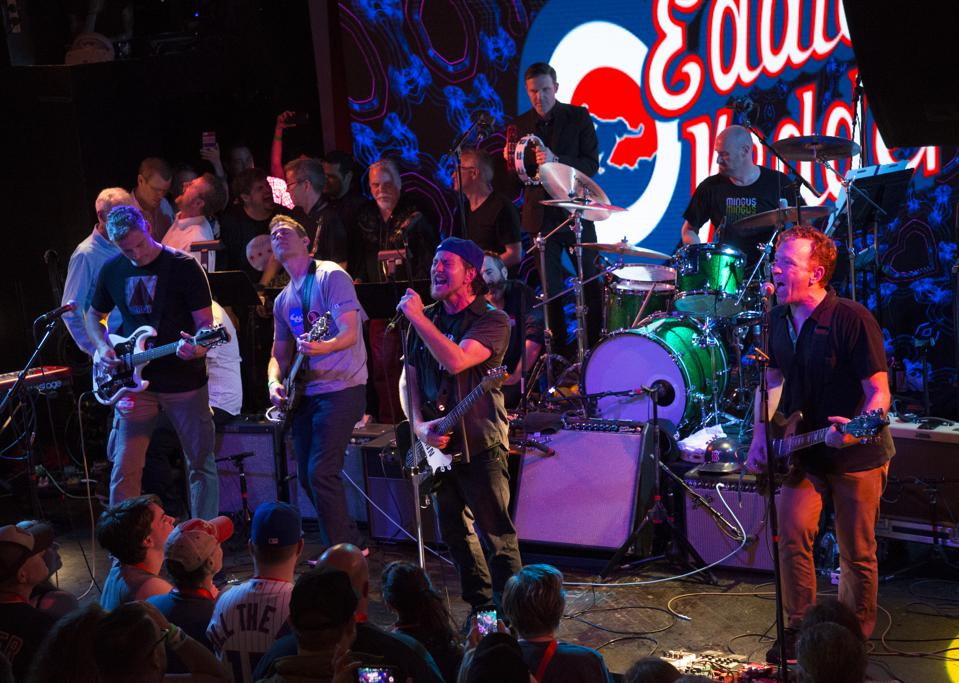 Pearl Jam frontman Eddie Vedder performs in 2017 at the annual Hot Stove Cool Music benefit concert series (Photo by Brita Meng Outzen)