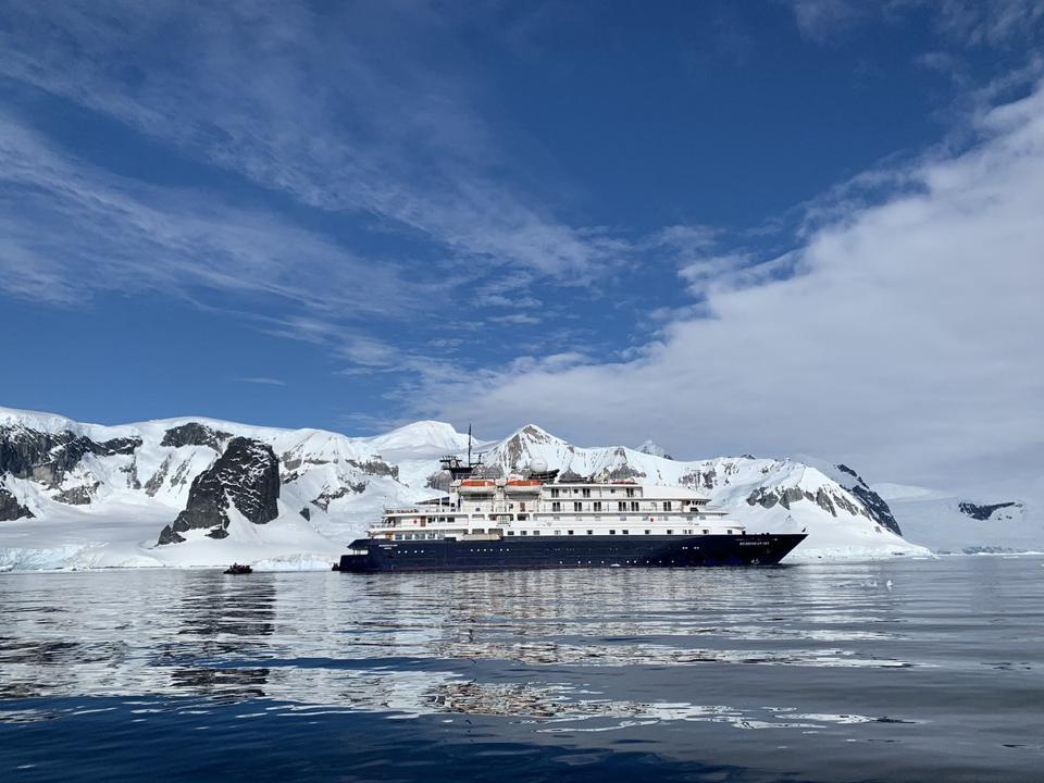 The ship Hebridean Sky