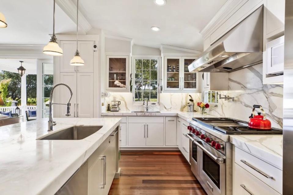 Cooper House kitchen