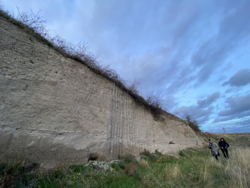 Wall that includes pumice volcanic rocks