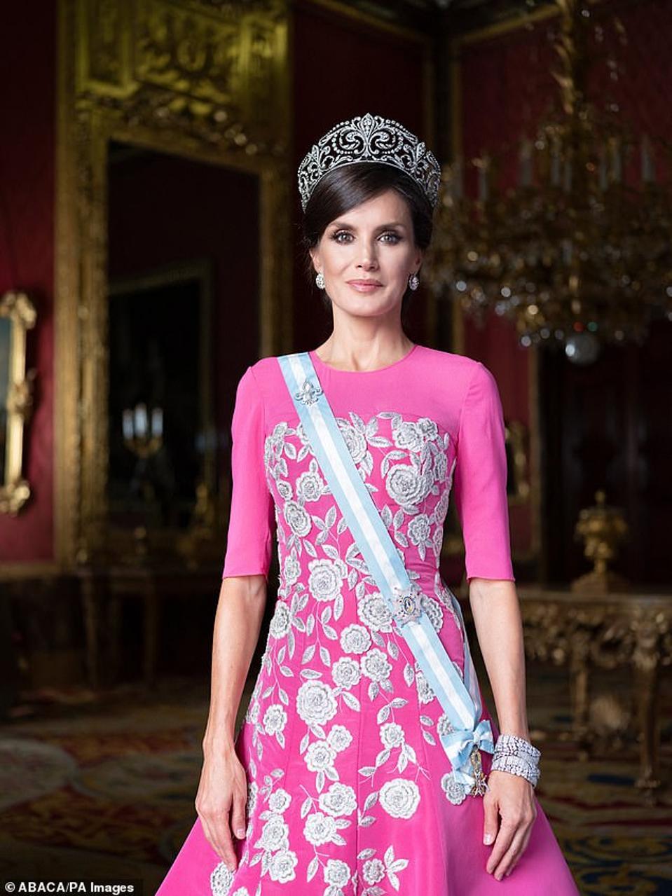 New glamorous portrait of Queen Letizia of Spain