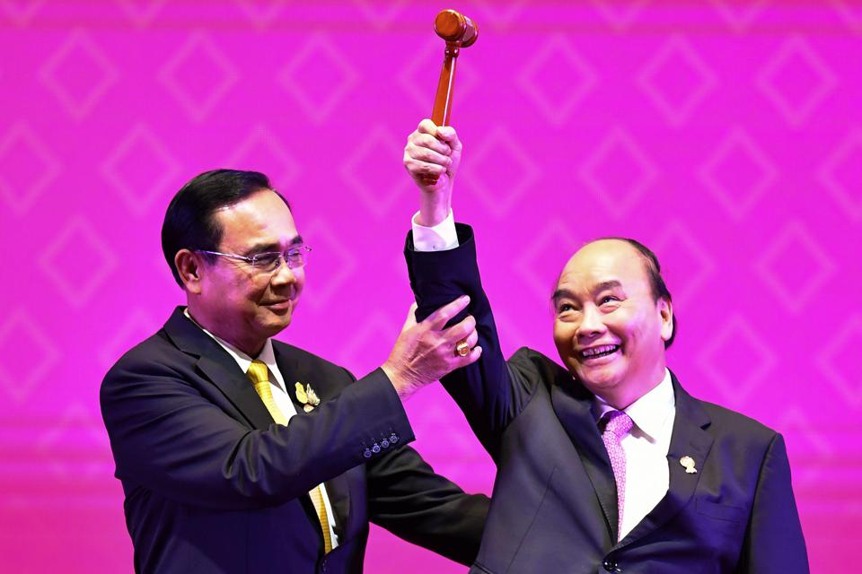 Thailand's Prime Minister Prayut Chan-O-Cha with Vietnam's Prime Minister Nguyen Xuan Phuc.