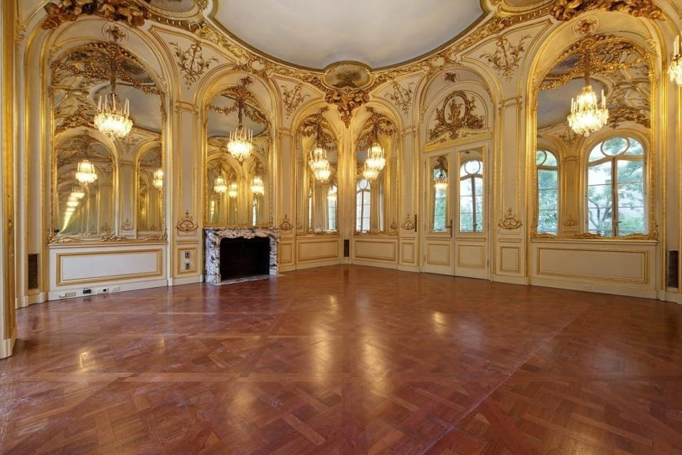 A grand room in the triplex