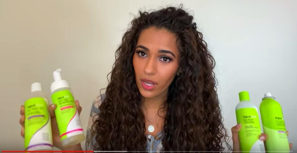 La vidéo virale YouTube d'Ayesha Mailk expliquant pourquoi elle a cessé d'utiliser DevaCurl a inspiré des milliers d'autres femmes à raconter comment DevaCurl a ruiné leurs cheveux.