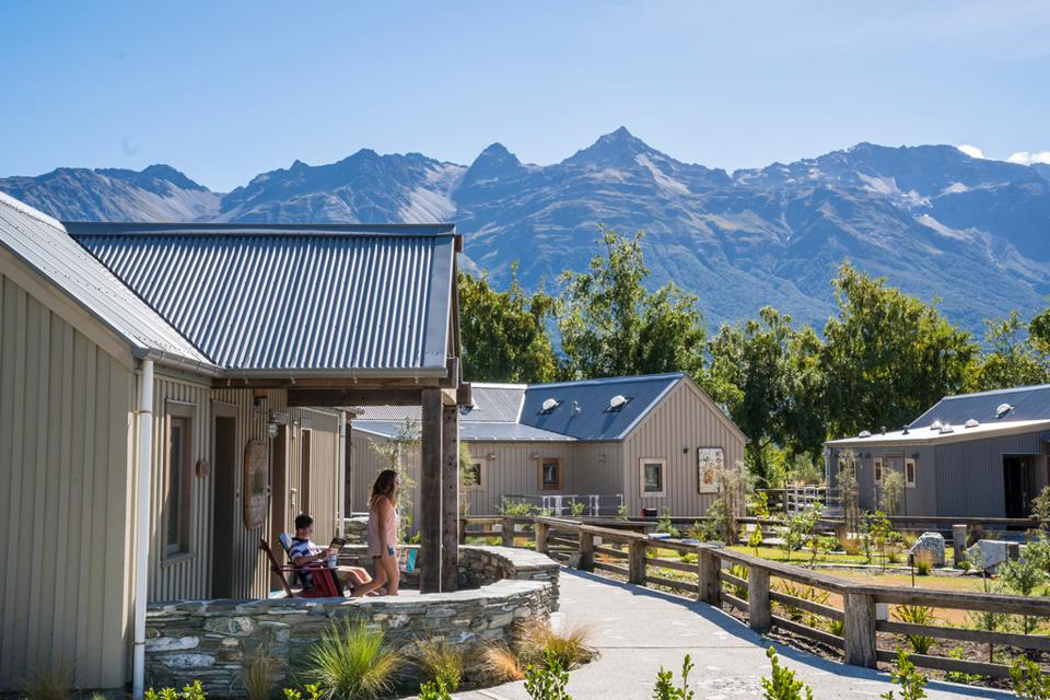 Camp Glenorchy, Cabins with views of the Humboldt Mountains