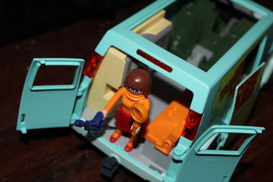 Scooby-doo velma mystery machine